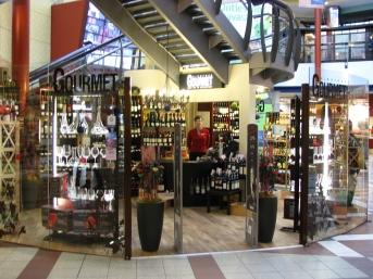 Gourmet vīnu veikals T/C Mols, veikala telpa, vīna plaukti